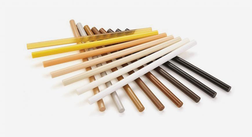 Kleje poliamidowe przeznaczone do napraw drewna i wypełniania ubytków po sękach lub otworach po wierceniu.